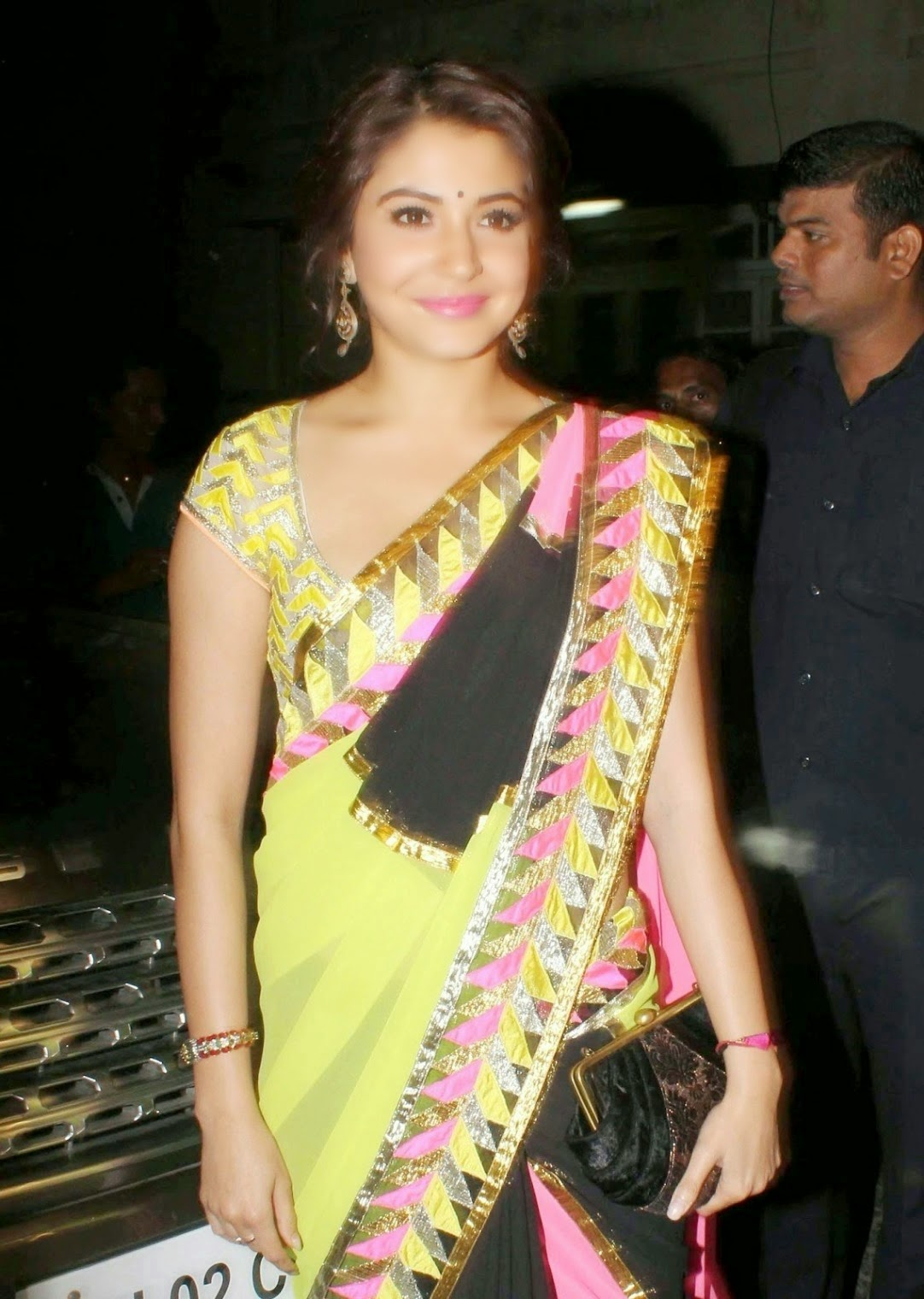 Anushka Sharma Looks Gorgeous in Yellow Saree Unseen Hot wallpapers