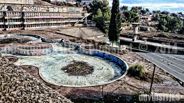 Abandonafilico urbex y rurex la piscina maldita for Piscina abandonada rubi