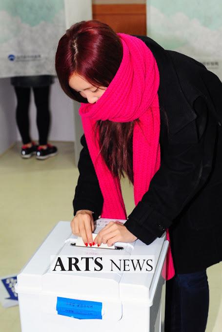 Foto T-ara Eunjung dan Hyomin Berikan Suara di Pemilu Korea Selatan