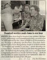 Anna Aerts ontvangt de  vele felicitaties w.o. deze van  directeur Josephine Wynen. Krant van 20 augustus 1997