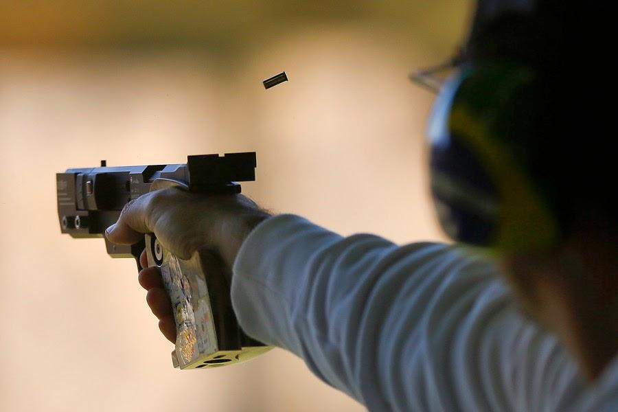 Emerson Duarte durante a disputa da 1ª fase da Pistola Tiro Rápido nos Jogos Sul-Americanos de Santiago - Foto: IND/AGENCIAUNO/ROBERTO CANDIA