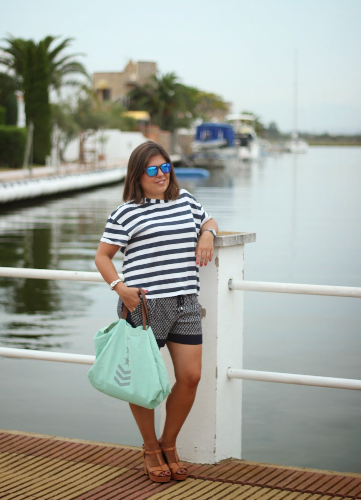photo-look-street_style_mix_stamps-navy-blue
