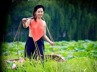 Vẽ đẹp Phụ Nữ Việt xưa với áo yếm lụa 4
