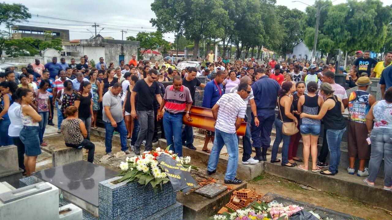 Comoção no enterro de família de Guarda Civil que teve esposa e filhos brutalmente assassinados