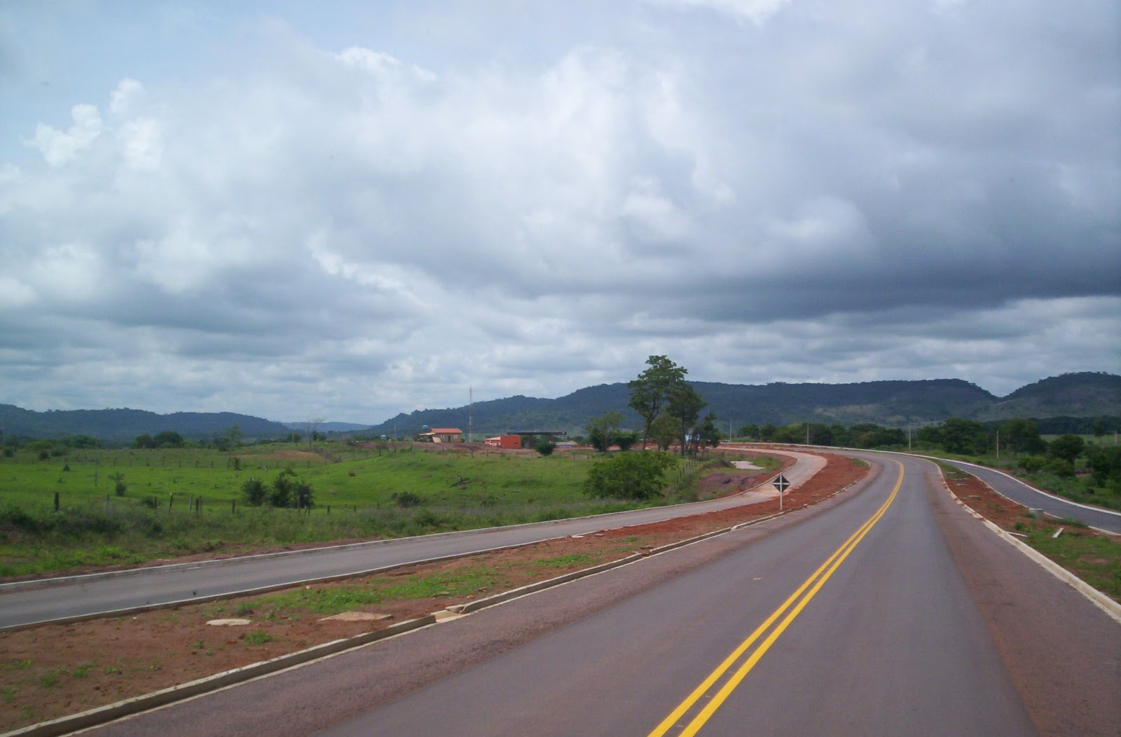 da estrada entre Vila Rica e Confresa - MT. (Ida e volta) 27/11/2011
