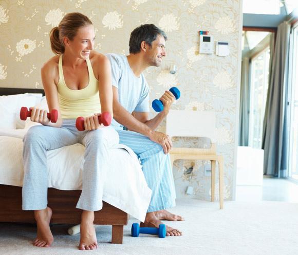 Entrenar en casa con 2 mancuernas musculacion para - Material para hacer ejercicio en casa ...