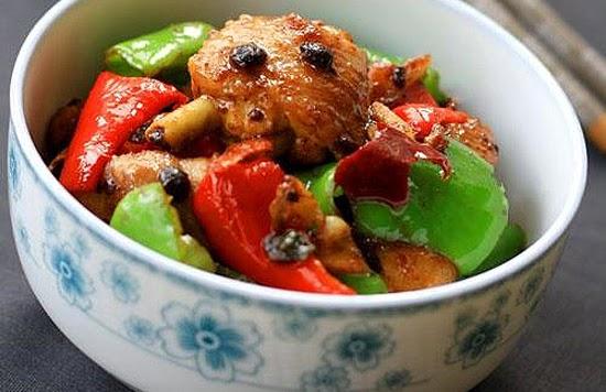 Bữa Tối Đơn Giản Mà Ngon Với Món Thịt Gà Xào Ớt Chuông
