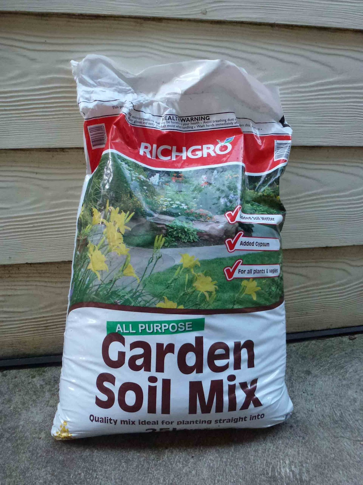Start to grow growing potatoes in sacks for Bags of topsoil