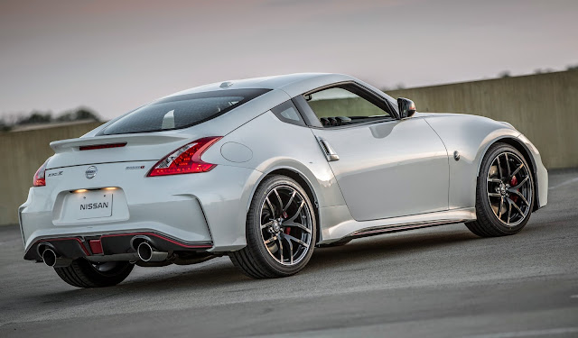 Rear 3/4 view of 2015 Nissan 370Z Nismo