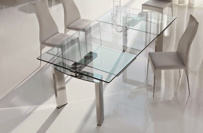 10 extendable dining tables of glass wood and plastic for Extendable glass dining table
