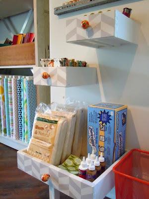 Cajones de muebles viejos reciclados hogar como organizador de objetos en habitación