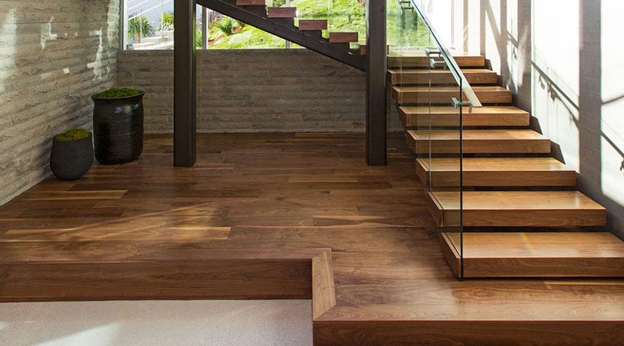 Edificatoria for Casas con escaleras de madera