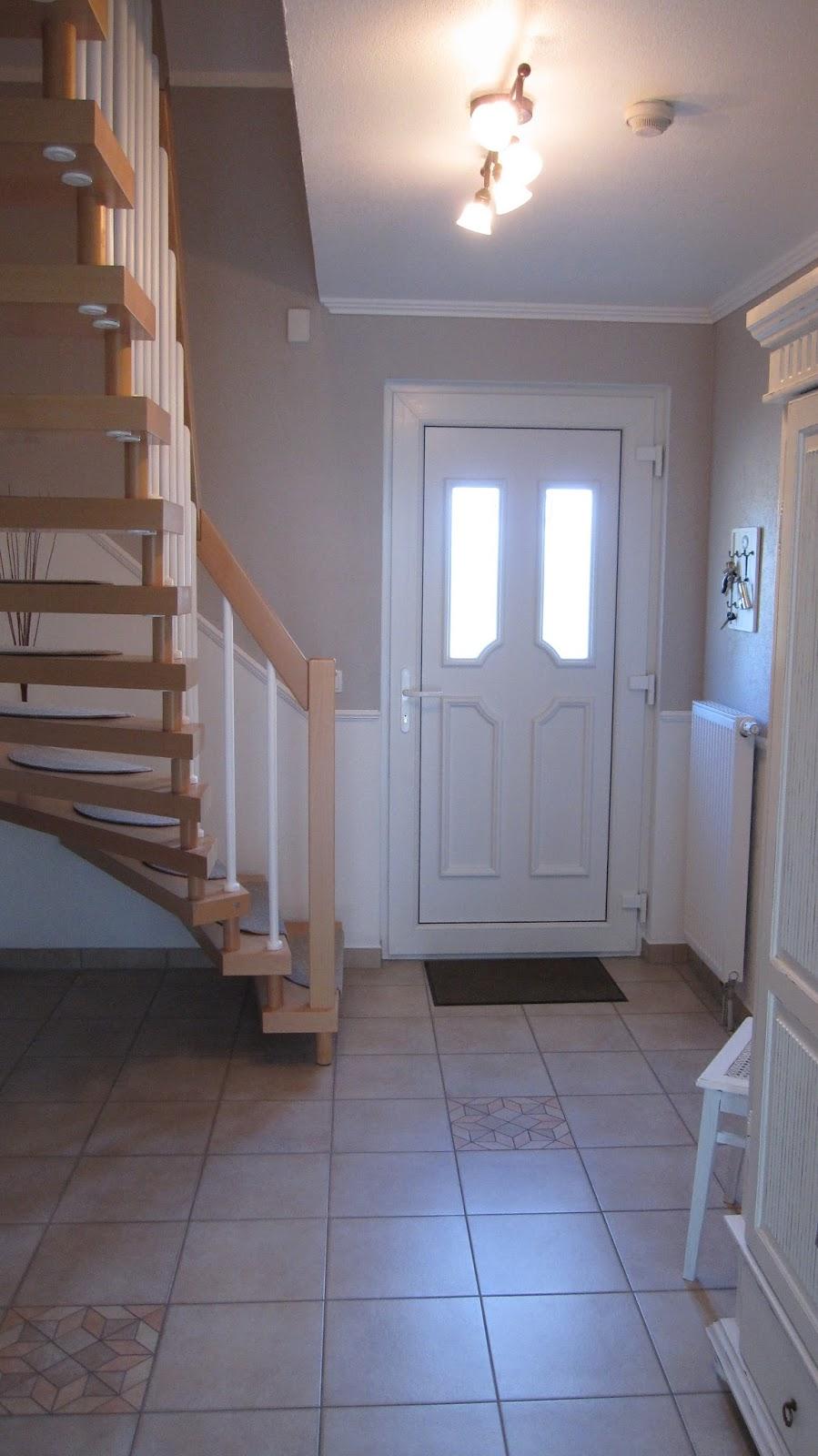 kleines gelbes haus flurrenovierung. Black Bedroom Furniture Sets. Home Design Ideas
