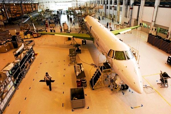 Pabrik Pesawat Embraer Brasil