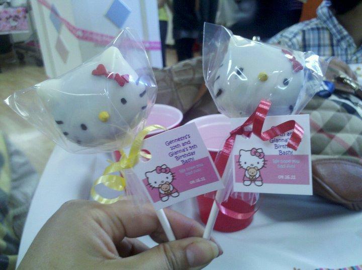letscupcakesf: Hello Kitty Cake Pops