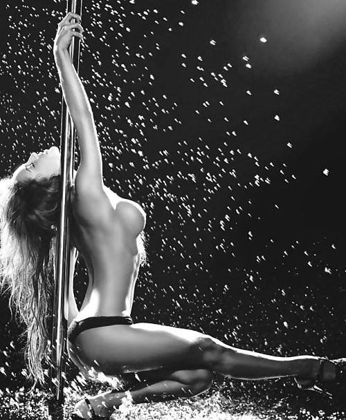 голая девушка танцует фото