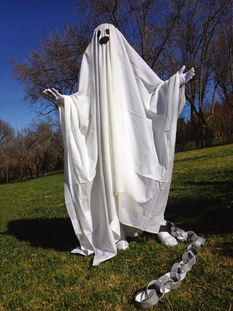 ¿Por qué se representa a los fantasmas con una sábana, cadenas y una vela? Fanti