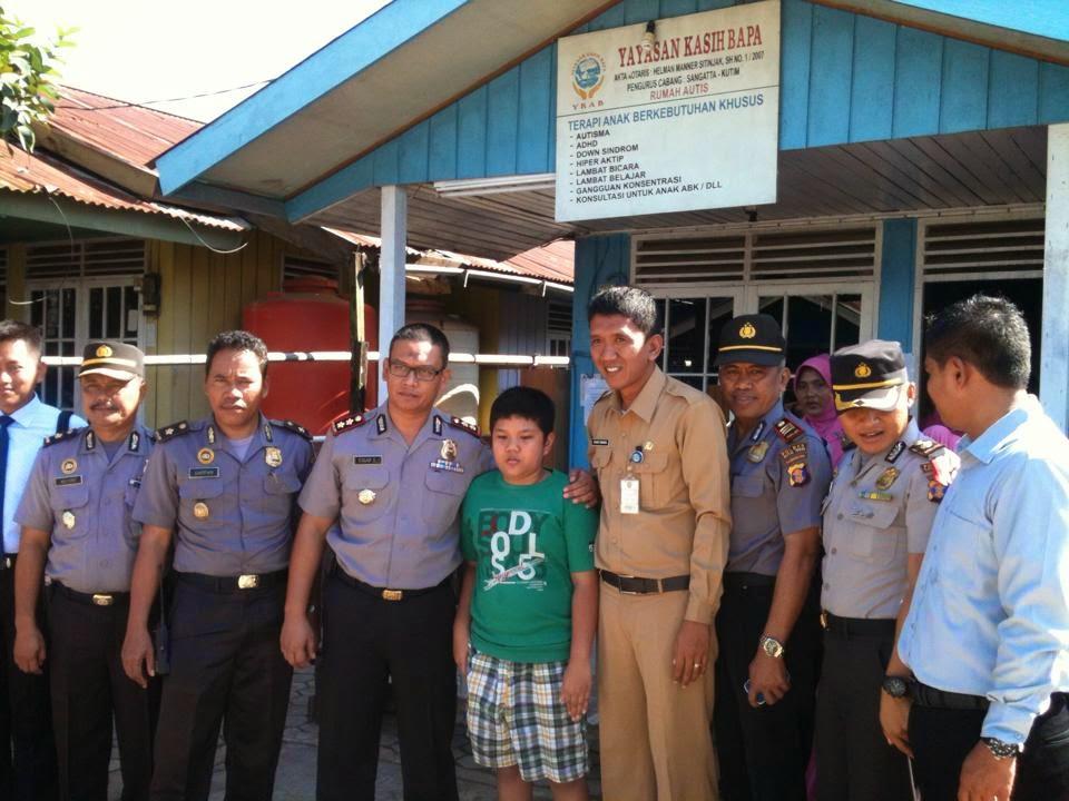 Kapolres Kutim AKBP Edgar Diponegoro ketika berada di YKAB Sangatta Utra