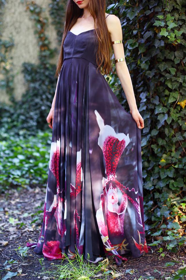 długa suknia do ziemi w kwiaty bluszcz