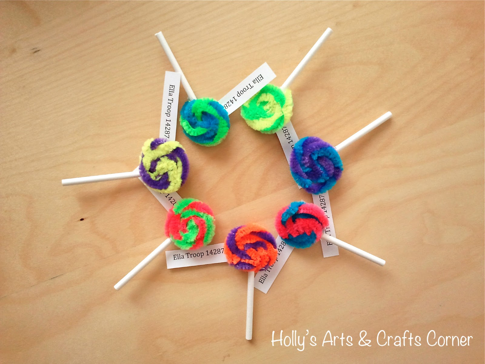 Easy Girl Scout Swap Ideas http://hollysartcorner.blogspot.com/2013/01/craft-project-girl-scout-swaps.html