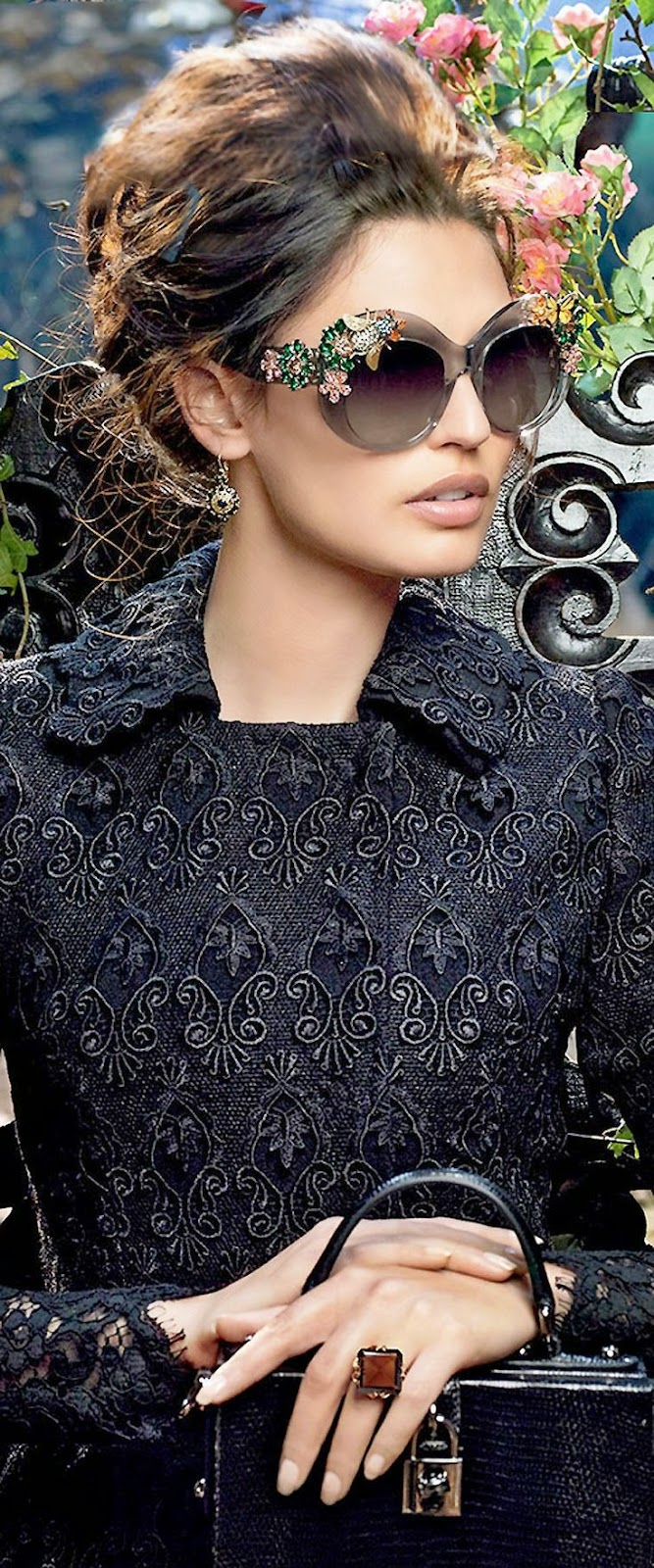 Tendências moda primavera-verão 2015 óculos redondos com aplicações
