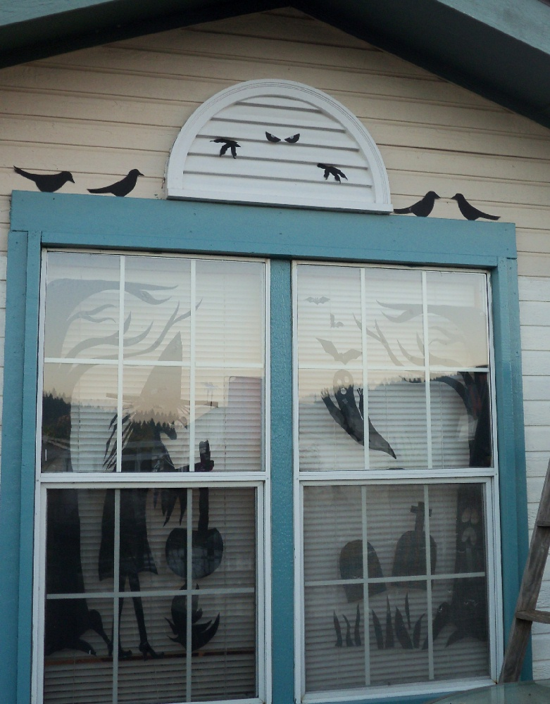 Make the best of things so cheap halloween fun decor with for Cheap window designs