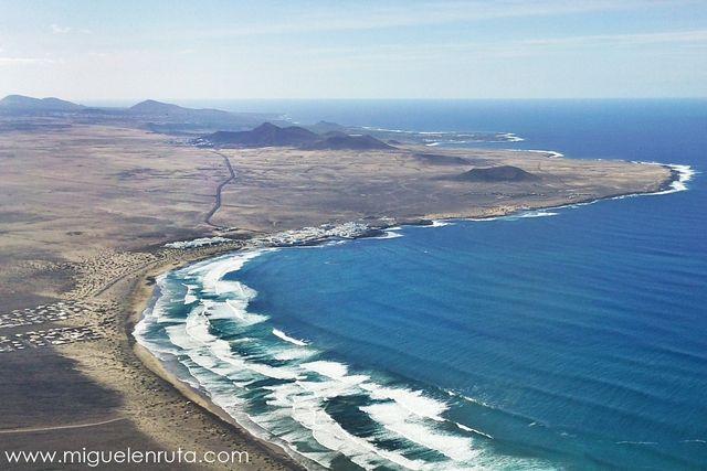 Playas calas y piscinas naturales de canarias en ruta for Piscinas naturales yaiza lanzarote
