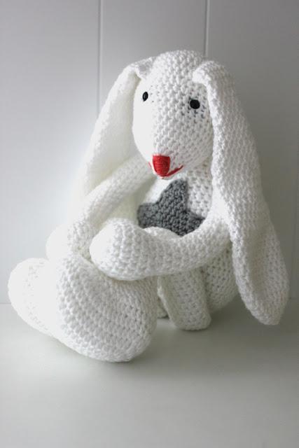 Królik na szydełku, szydełkowy królik, przytulanka królik, gwiazdka, crochet bunny, bunny, white bunny, biały króliczek, króliczek, szydełko