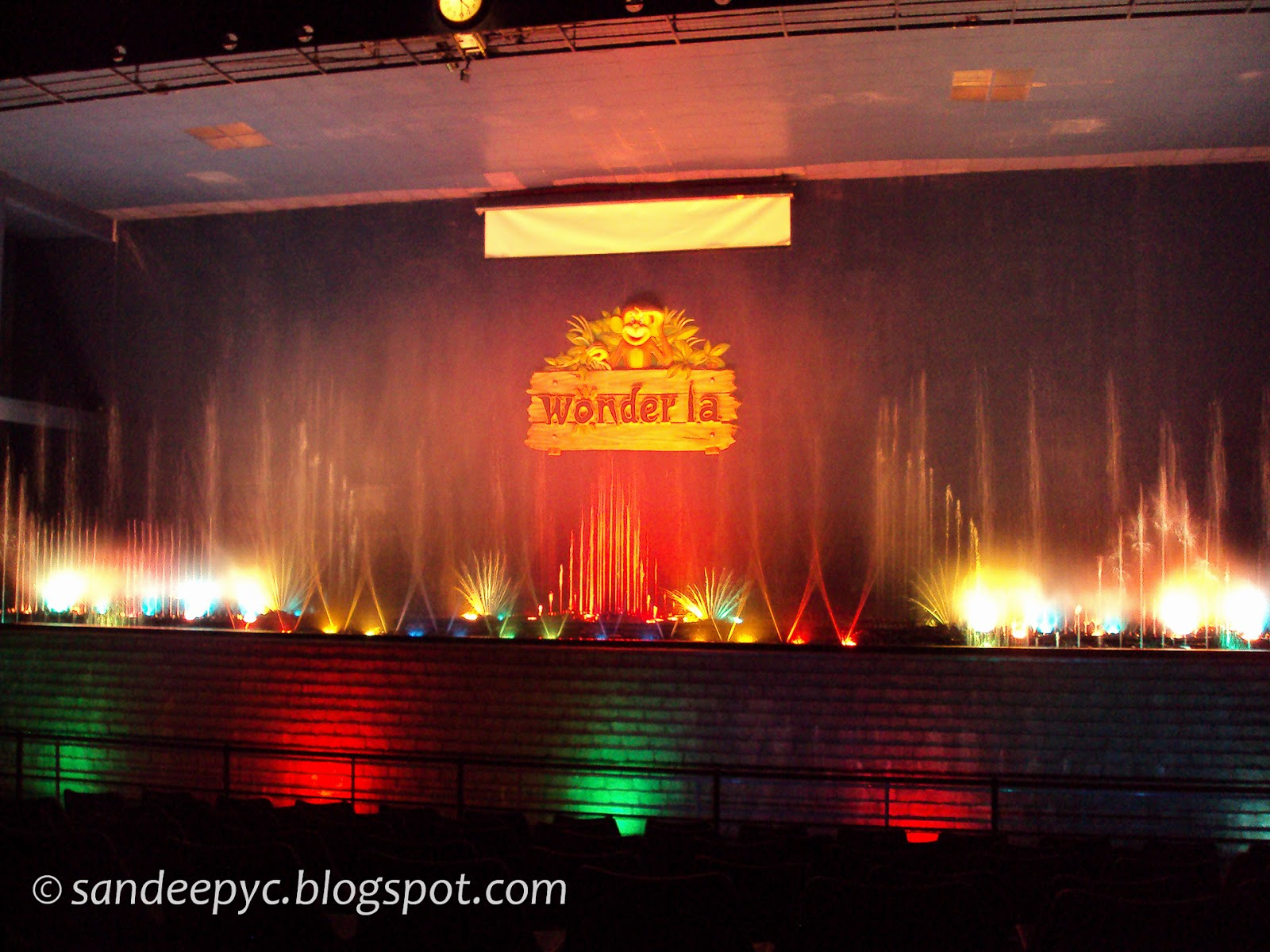 Musical fountain at WonderLa