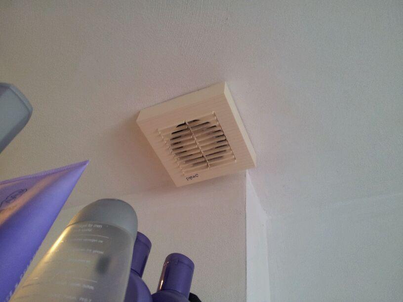 Ventilatie Badkamer Maken : Kastjes mandjes doosjes: klus 180 ventilator in de badkamer