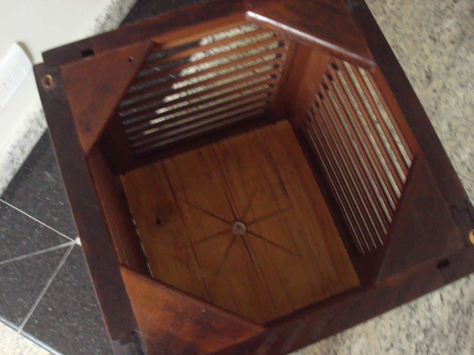 de imbuia e rodizios de gel madeira reaproveitada de janela veneziana #643828 1600x1200