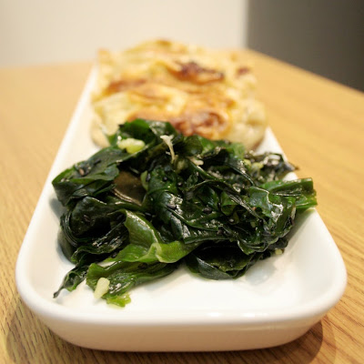 A simple seaweed salad goes so well with homemade gyoza (Japanese dumplings)