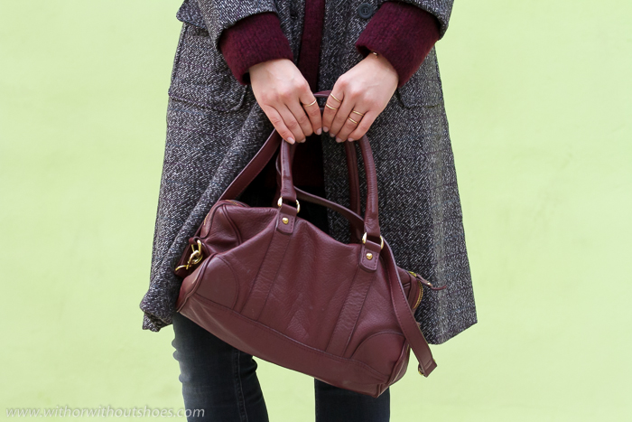 Tendencias en bolsos con asas de cuero color burgundy