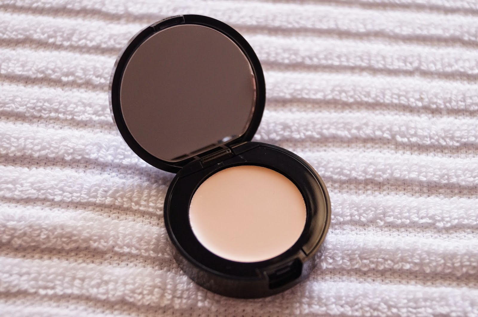 Bobbi Brown Corrector in Porcelain Bisque