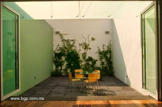 Patio interior en la Casa Luis Barragán en México