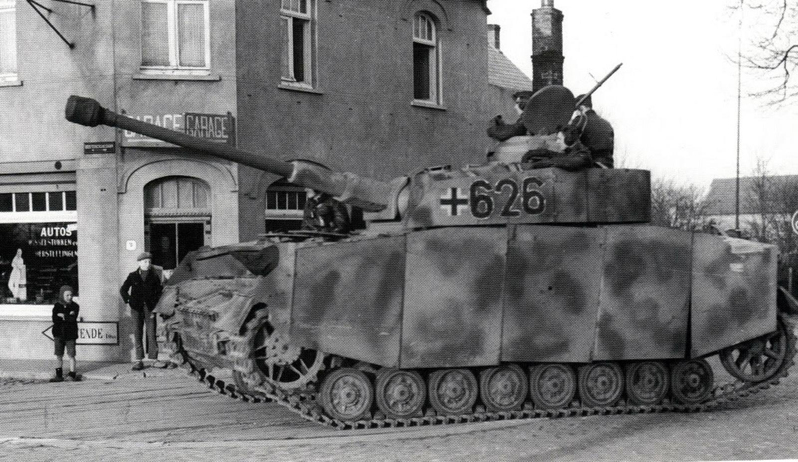 Panzerkampfwagen+IV+Ausf+H+of+12th+SS+Pa