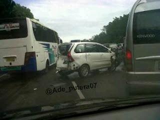 keadaan mobil setelah kecelakaan