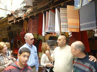 Israel autoriza reabertura de 70 lojas em Hebron, fechadas há 15 anos