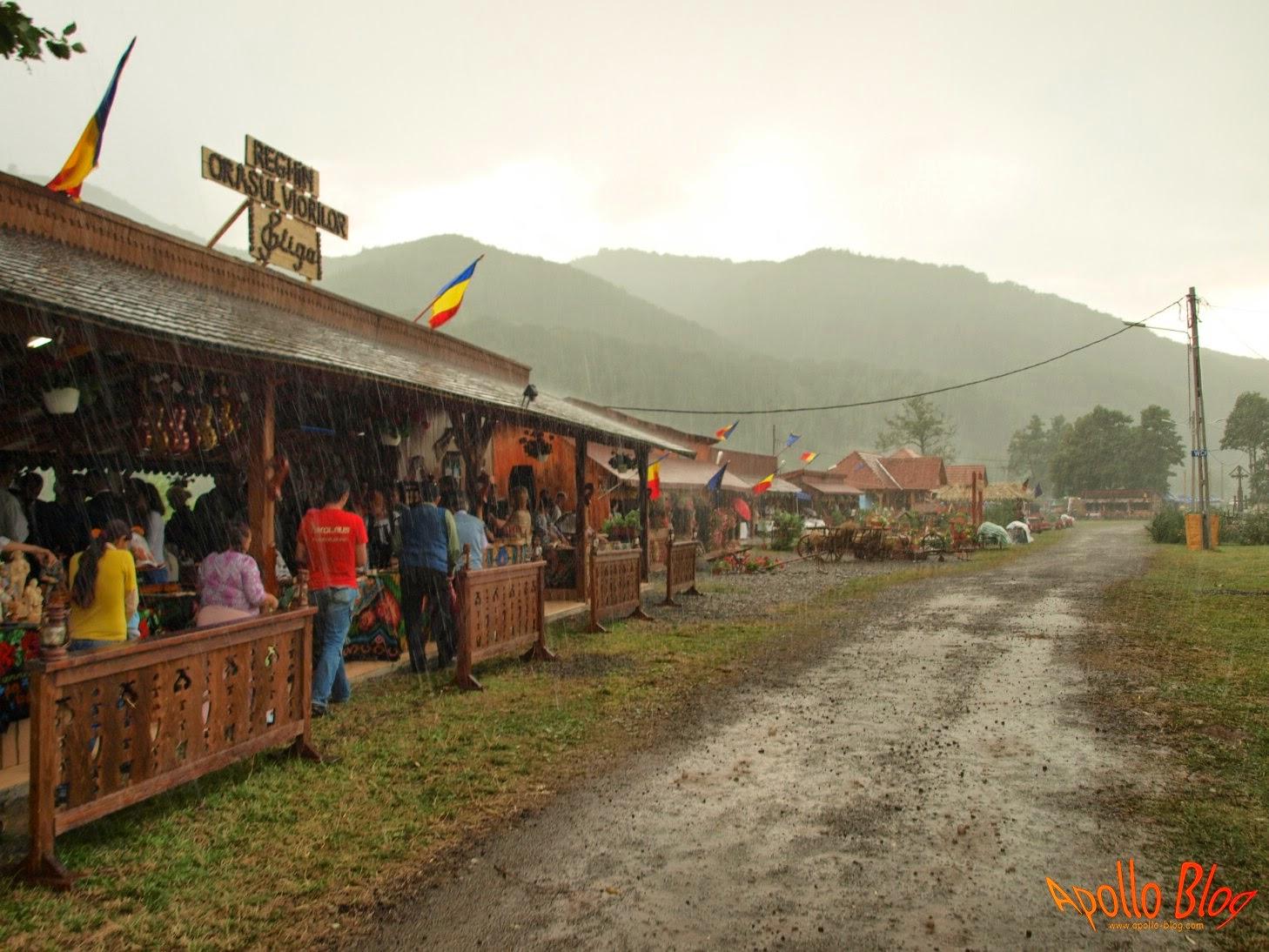 Ploaie la Festivalul Vaii Muresului