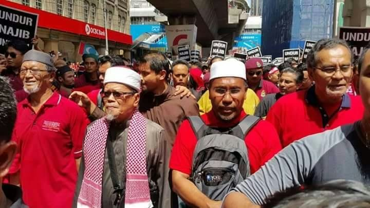 AS AN ISLAMIST MOVEMENT N D MASSES MOVEMENT PAS MUST MOVE FORWARDS !