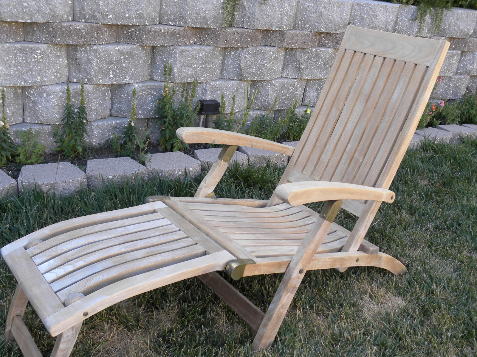 Restoring Teak Wood Furniture ~ Haniebcreations diy restore old teak wood outdoor furniture