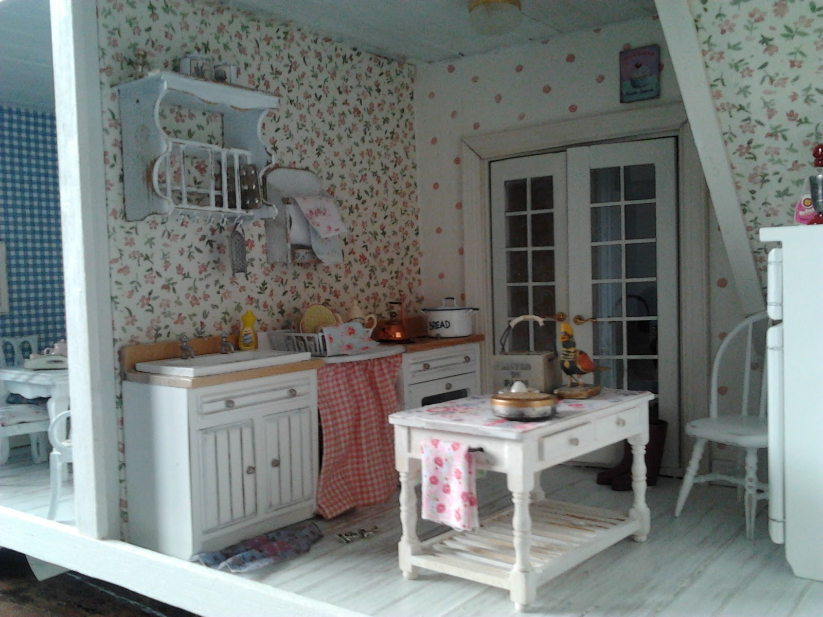 linden rose miniatures my shabby chic house. Black Bedroom Furniture Sets. Home Design Ideas