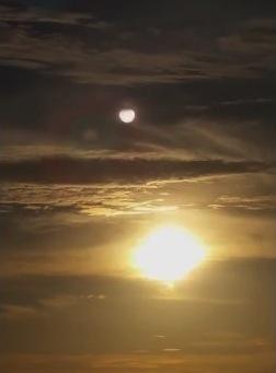 全球預言 13 預言應驗:太陽上方出現不明星體 - Omega Ministry - 末后事工中國部