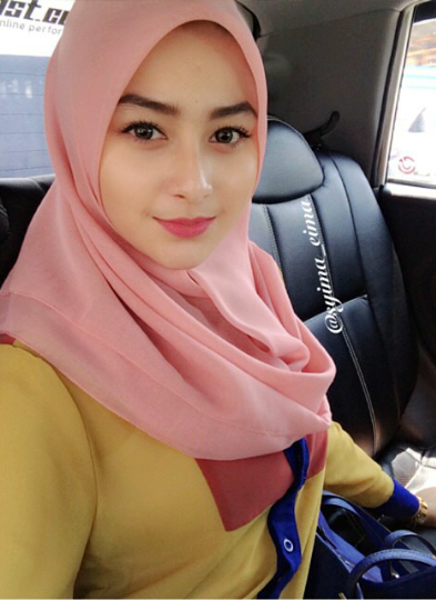 Lorem Ipsum Gadis Jilbab Jalan-jalan