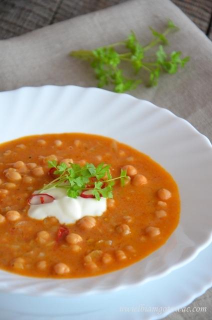 Rozgrzewająca zupa z ciecierzycy (cieciorki)
