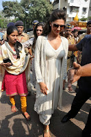 Actress Deepika Padukone Pictures at Siddhivinayak Temple visit in Mumbai 0001.jpg