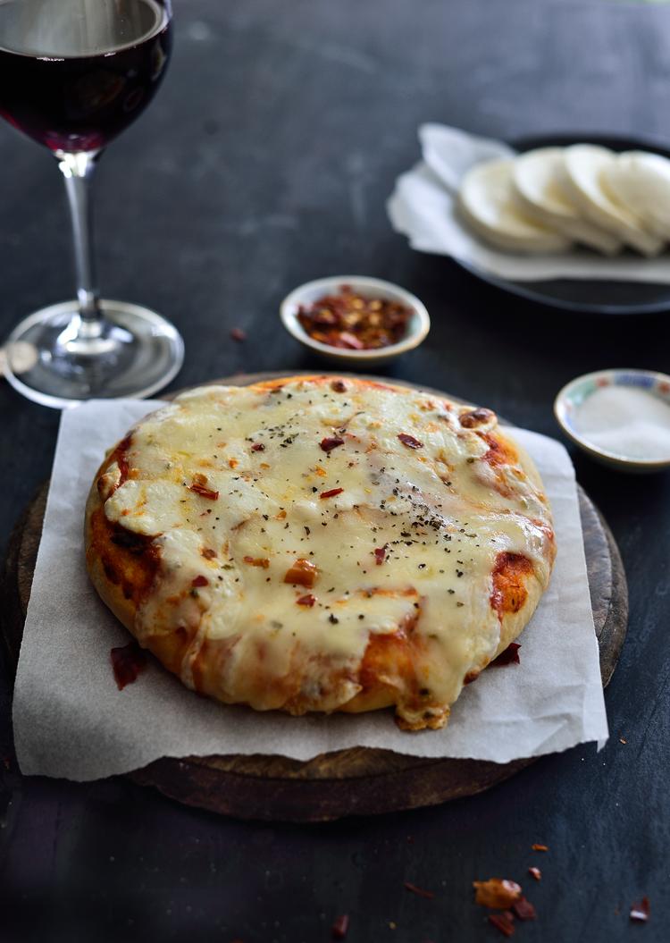 #PizzaCrust #HomeMade #EasyPizza #SimiJoisPhotography