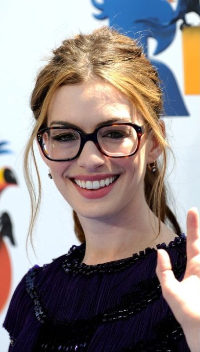 Celebrities Wearing Eyeglasses