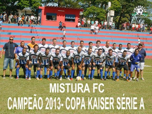 Mistura FC faz a festa após titulo da 1ª divisão da Copa Kaiser 2013.