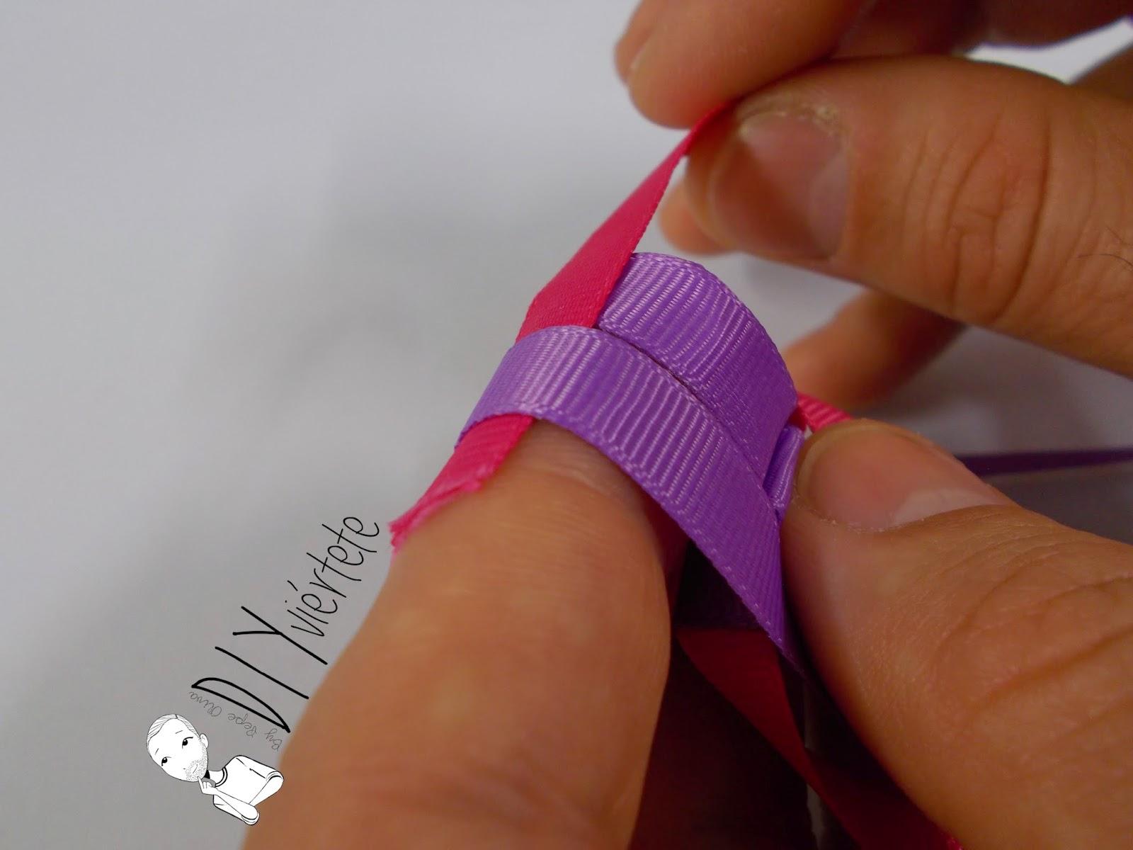 BLOGERSANDO-marzo-lila-collar-cinta raso-mujer trabajadora-color mujer-morado-violeta-acordeón-bisutería-5